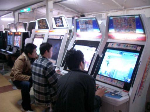 Det er forbudt at sidde foran maskinerne, uden at spille... 23/26