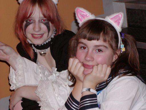 Flere katteører. Opfindsomheden i kostumerne kendte ingen grænser. 11/99