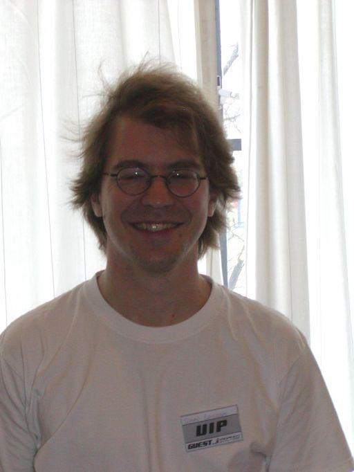 Simon fra J-popcon (Sverige) var eksperten udi kunsten at fortælle om den private japanske spilscene. 40/99