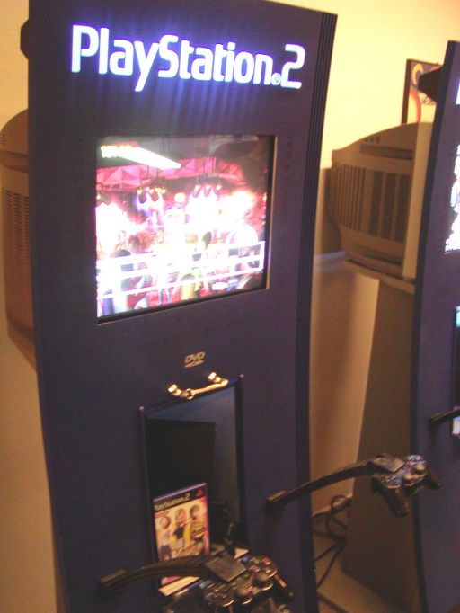 Endnu et (uskarpt) billede af <a href='info/soeg?titel=Karaoke Stage&_submit=1'>Karaoke Stage</a>, nu med motion blur. 92/99