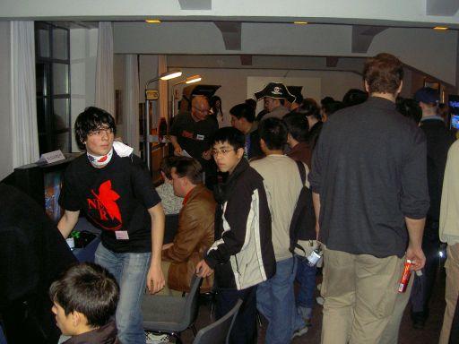 Folk samles som den store Katamari Damacy-konkurrence går igang. 13/37
