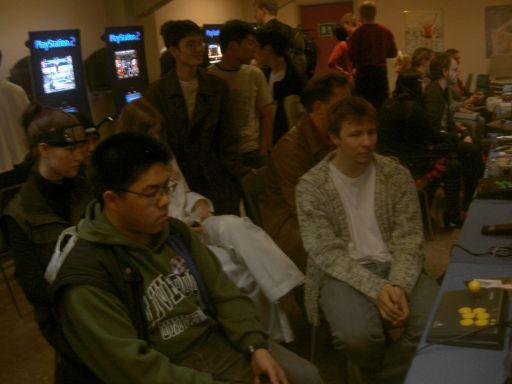 Mads (Svovlmunk) instruerer de nye til spillet. Det er heldigvis nemt at lære. 16/37