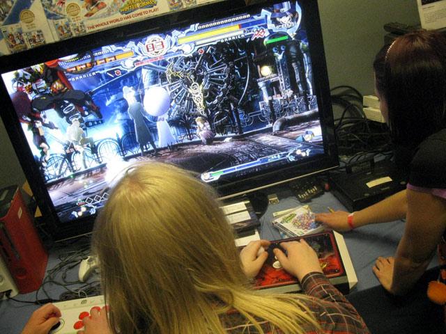 BlazBlue: Calamity Trigger (Xbox 360) er helt uhyggelig flot at se på. Sådan burde al HD-grafik være. Det kommer til US i starten af 2010 og vi håber at EU kommer med på et tidspunkt. 24/72