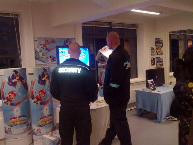 Sikkerhedsvagterne får endelig mulighed for at lege med Sonic og Mario 71/72