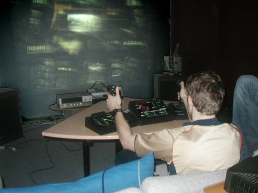 Det kan desværre ikke vises på mine billeder hvor imponerende det spil ser ud, når det blæses op af en projektor. 2/18