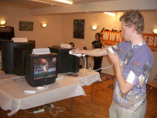 <a href='info/soeg?titel=Wii Sports&_submit=1'>Wii Sports</a> fik lidt tid efter Wario Ware var blevet spillet permanent i seks timer. 62/80