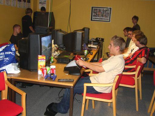 Wagner hygger sig med lidt Toca Race Driver på Xboxen. 18/21