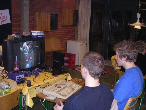 The Dane og MIKA-L spiller Ikaruga i GameCube-udgaven. 10/22