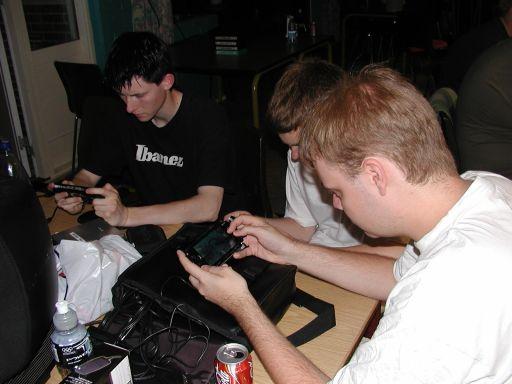 Knight Keen, Naiera og Fizban spiller trådløst Wipeout, efter undertegnede har smadret dem... eller noget i den retning... 6/27