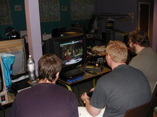 Og så er turen kommet til Tekken 3. Kristensen har overtaget Konsolkongens plads, da han ikke gad mere, fordi det også var et lortespil. 11/27