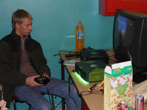 Playkid tager for en gangs skyld lige et enkelt spil Halo. 16/27