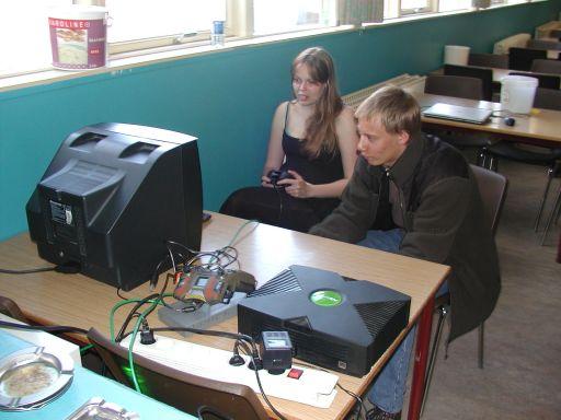 Playkid og Kamma spiller Halo. Og, ja, det er vores første kvindelige træfdeltager. 20/27