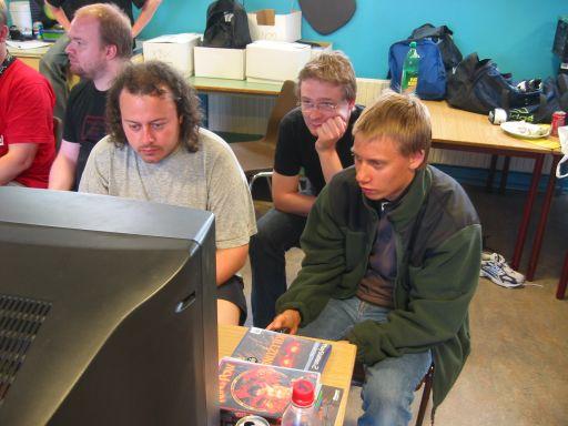 Man kan aldrig få Halo nok (men Wehner ser måske ud til at have en anden mening). Her spiller Bede-x og Playkid Halo 2 på Legendary. 9/11