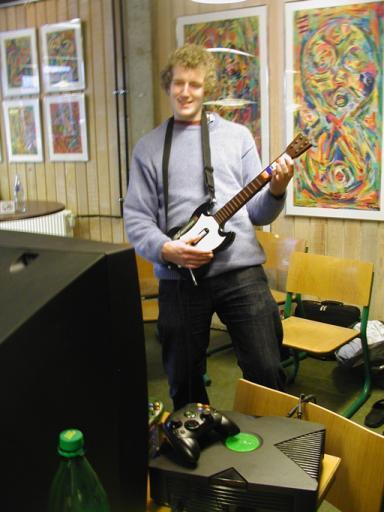 Mere guitar - her MIKA-L som Hero. 24/46