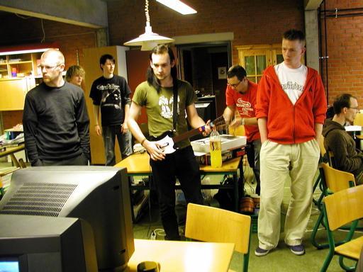 Sumez som Guitar Hero. TL og Core ville også gerne være med. 39/46