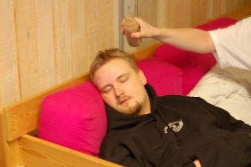 I mellemtiden har KTC fundet sofaen. Og en ven... 8/44