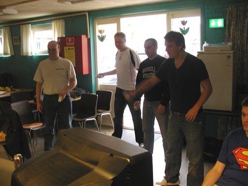 Ole, Fizban, HN og Frigo starter lørdag morgen med et slags tennis på Wii. 17/35