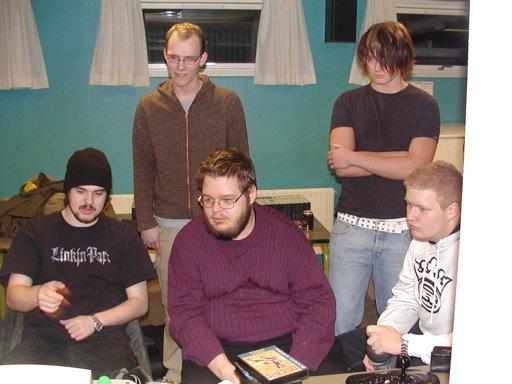 Konsolkongen og Kristensen som sædvanlig med noget Sega. Killer Bean 2, Happy_Joe og Hanky kigger på. 20/35