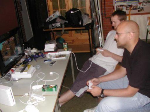 Chrono og bror i gang med Wii, før de blev totalt desillusionerede af stryg i Mario Strikers. 5/18