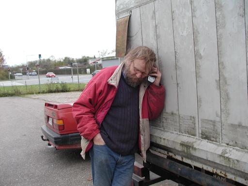 Hvor der heller ikke er nogen hjemme, så vi må sidetalke os til en løsning. Og derefter køre endeligt hjem - uden at bruge bremserne... Og sådan gik fire dage på at redde en håndfuld arcademaskiner fra lossepladsen. 43/43