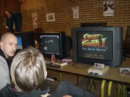 T.L.O og RJK kæmper i <a href='info/soeg?titel=Street Fighter II&platform=SNES&param=1&_submit=1'>Street Fighter II</a> om en plads i semifinalen. 45/60
