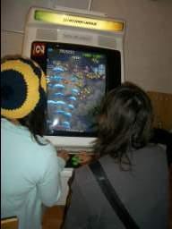 """2 player """"manual hard"""" - én spiller har joysticket, den anden har knapperne... 18/35"""