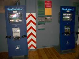 <a href='info/soeg?titel=Gran Turismo 4&_submit=1'>Gran Turismo 4</a> og <a href='info/soeg?titel=Need For Speed: Underground 2&_submit=1'>Need For Speed: Underground 2</a>. 10/12