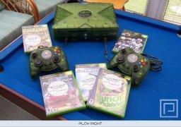 Xbox Special Edition Launch Team 2001  © Microsoft 2001  (XBX)   7/8
