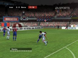 FIFA Football 2004 (XBX)   © EA 2003    1/4