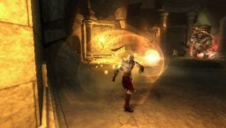 God Of War: Chains Of Olympus (PSP)  © Sony 2008   2/3