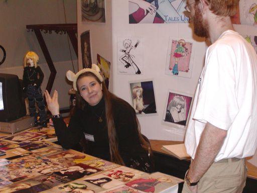 Marie udveksler, igen, håndtegn til fotografen og gjorde mig opmærksom på at det IKKE var det-der fra Star Trek. Et medlem af J-popcon staben så det hele. Som fluen på væggen. 56/99
