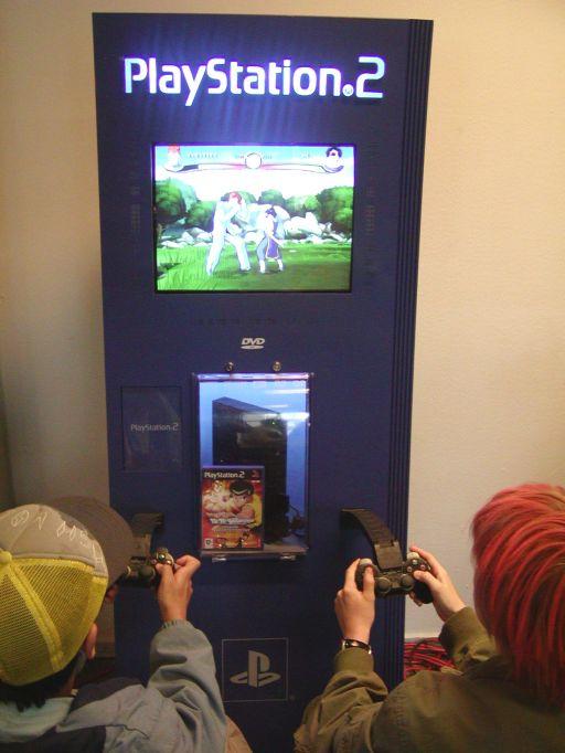 Fantask reddede dagen, da vi løb tør for <a href='info/soeg?titel=Dragon Ball Z: Budokai Tenkaichi&_submit=1'>Dragon Ball Z: Budokai Tenkaichi</a>-spil. Det nye <a href='info/soeg?titel=Yu Yu Hakusho: Dark Tournament&_submit=1'>Yu Yu Hakusho: Dark Tournament</a> var en passende afløser til Tenkaichi. Spillet er baseret på anime/mangaen Yu Yu Hakusho: Ghost Files. Grafikstilen minder om Dragon Ball Z, der også er baseret på den tegneserieagtige cell-shading teknik. En stil der passer til denne type af licenstitler. 87/99