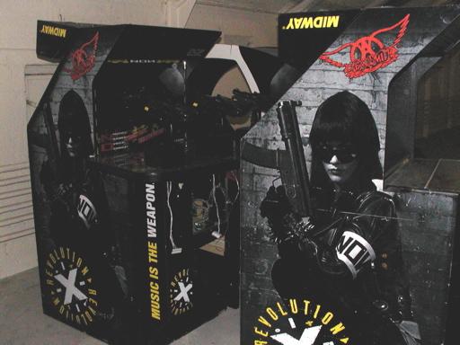 Og nogle flere. Alle er - jævnfør grunden til at de skal væk i første omgang - store, klodsede og tunge. Fint symboliseret ved Revolution X, hvor man skal være to mand bare til at løfte kontrolpanelet... 8/43