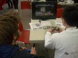 Daniel og Kasper Nesager fra Dansk Spilråd afgører hvem der er bedst til Street Fighter III. 12/58