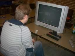 Efter hård kamp tog Fizban førstepladsen i indledende på Space Invaders. 34/81