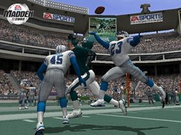 Madden NFL 2002 (PS2)  © EA 2001   2/3