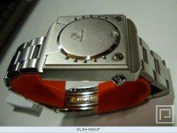 Dreamcast Watch  ©  TBA  (M)   1/2